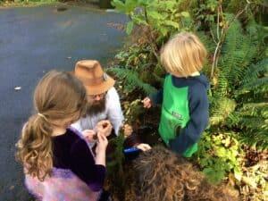 Roo teaching children about mushrooms.